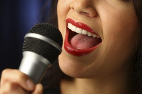 Sắc đẹp và giọng hát