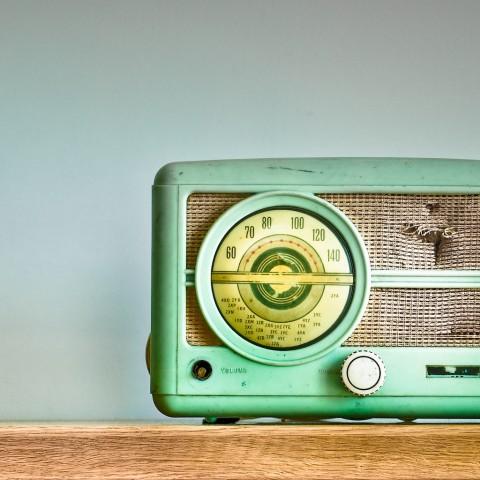 Nghe gì trên radio?